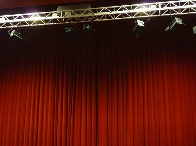 美しい赤いステージカーテン、コピースペースの背景テクスチャ