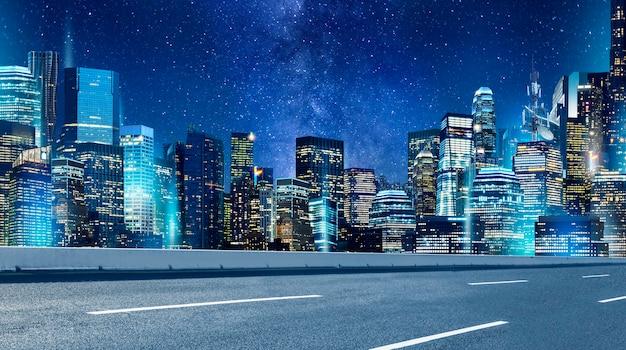아름다운 도로 및 밤 도시 배경