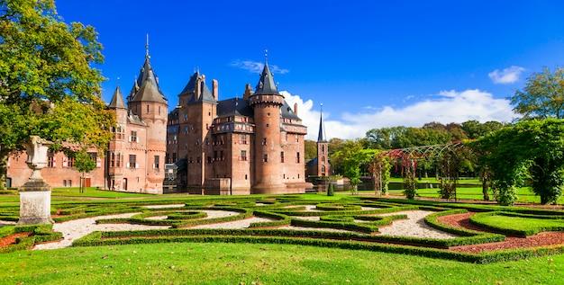 Красивый романтический замок де хаар с великолепным парком и садами