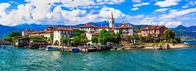 Красивое романтическое озеро лаго маджоре - вид на остров isola dei pescatori. италия