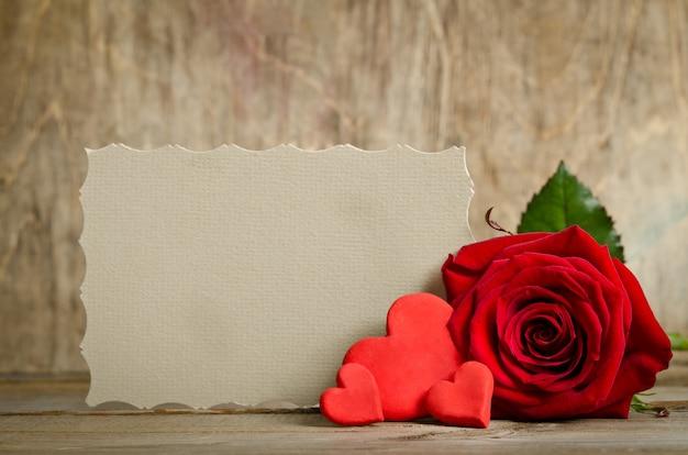 美しいバラと手作りのハート