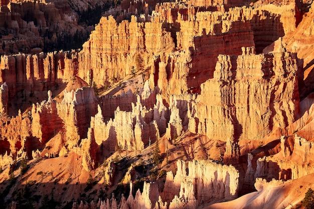 Splendido scenario di un paesaggio di canyon nel parco nazionale di bryce canyon, utah, usa