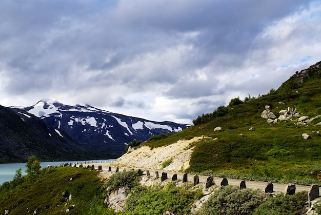 Splendido scenario della famosa atlanterhavsveien - atlantic ocean road in norvegia