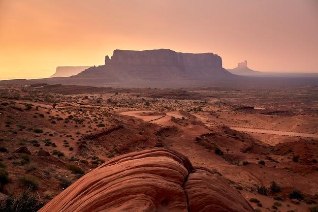 Splendido scenario del paesaggio mesas nel parco nazionale di bryce canyon, utah, usa