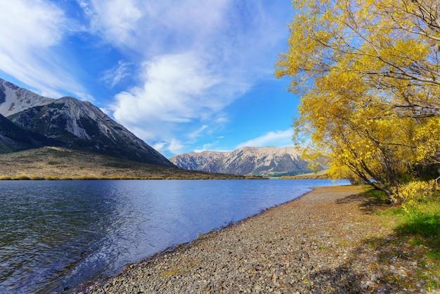 秋のピアソン湖(モアナ・ルア)の美しい風景、アーサーズ・パス国立公園、ニュージーランド南島