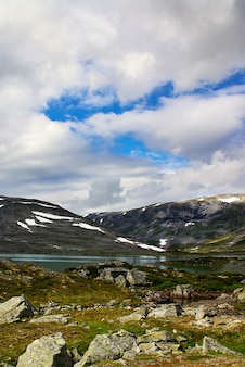 Красивые пейзажи знаменитой атлантерхавсвейен - атлантическая дорога в норвегии.