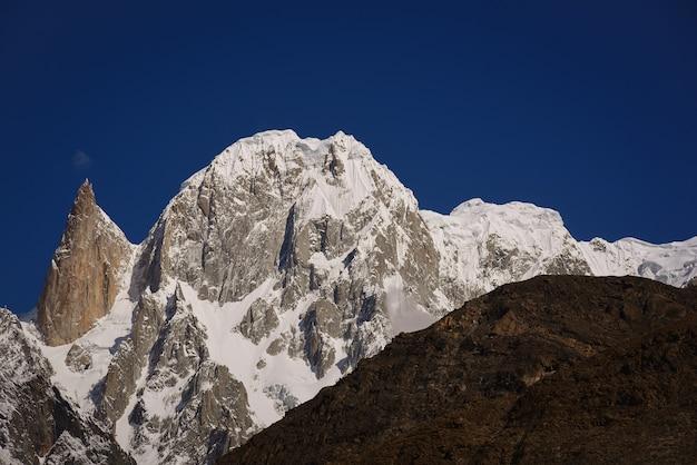 파키스탄 훈자 두이커 언덕에서 바라본 여인의 손가락의 아름다운 풍경.
