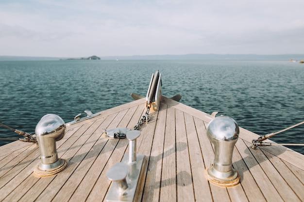 通行人のための小さな船の美しい風景