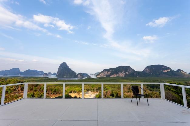 Красивый вид на пейзаж с одной и той же точки зрения в phangnga таиланде