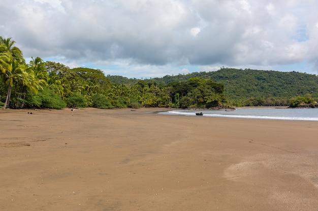 Beautiful scenery of the waves of the ocean moving towards the shore in santa catalina, panama