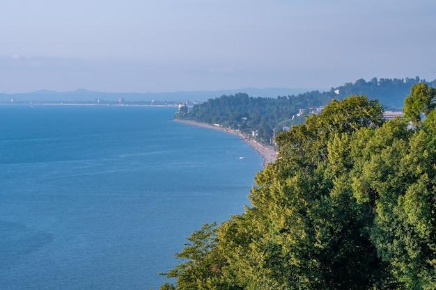 黒海湾の植物園からの美しい風光明媚な夏の景色