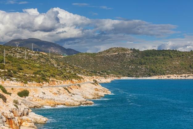 터키에서 아름 다운 바다 해안 ay 일몰
