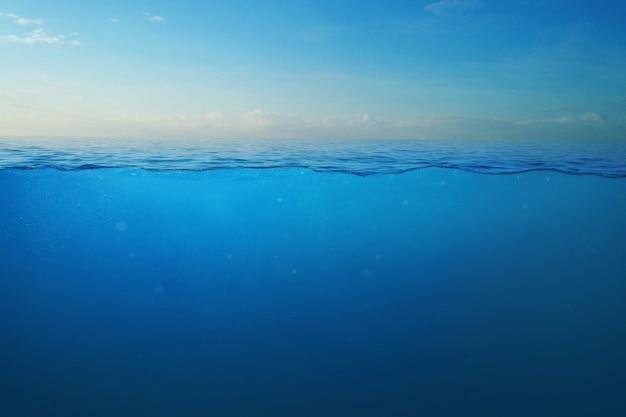 Красивый морской пейзаж. океан и подводный вид, концепция. креативная идея воды.