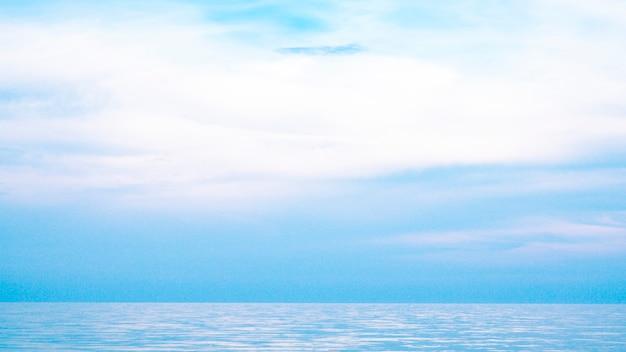 Красивый морской пейзаж, морской горизонт и голубое небо, естественный фон фото - i