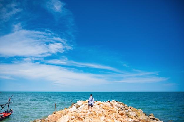 후아힌 프라추압 키리 칸(huahin prachuap khiri khan thailand)의 아름다운 바다 전망. 후아힌(hua hin)은 태국 만에 있는 해변 리조트입니다.