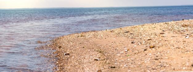 Прекрасный вид на море для соленого моря и летнего побережья