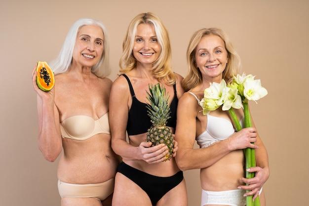 Красивые пожилые женщины с молодым и чистым взглядом, выстрел красоты