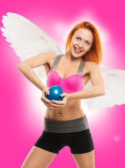 Bella angelo sensuale facendo fitness