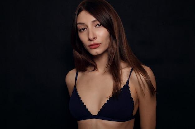 Красивое сексуальное женское тело, здоровая грудь, концепция красоты и здоровья