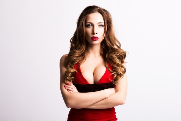赤いドレスの美しいセクシーな女性。