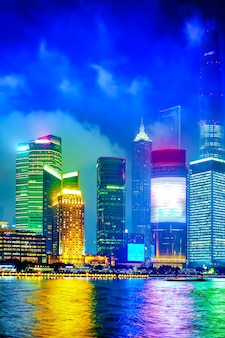 중국 와이탄 해안가에서 아름다운 상하이 푸동 스카이라인 전망.