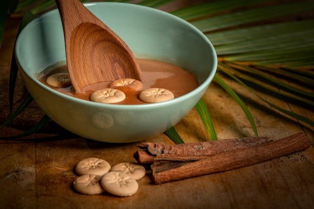 Bel colpo di minestra crema, cannella e biscotti