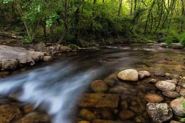 Beautiful shot of the flowing water in the river in jaraiz de la vera, caceres, extremadura, spain