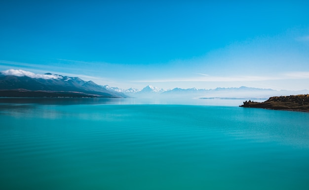 Beautiful shot of the lake pukaki and mount cook in new zealand
