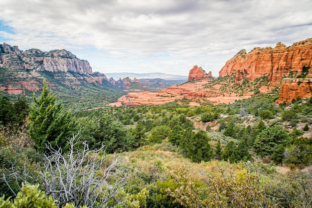 Beautiful shot o the sedona, arizona under a cloudy sky
