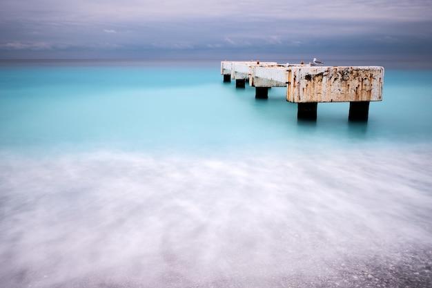 Красивый снимок пирса лидо ницца лазурный берег франция