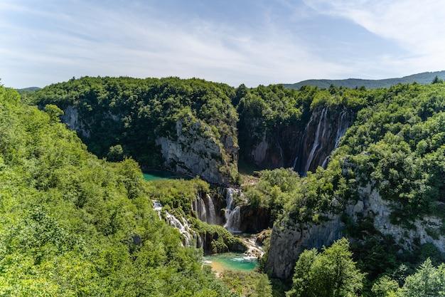 クロアチア、プリトヴィツェ湖群の美しいショット
