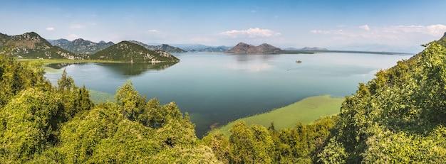 モンテネグロのスカダー湖の美しいショット