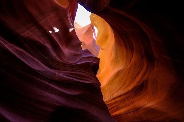 Красивый снимок каньона антилопы в аризоне - идеально подходит для фона