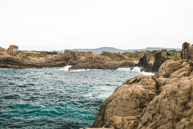 オーストラリアのボンボ岬採石場の美しいショット