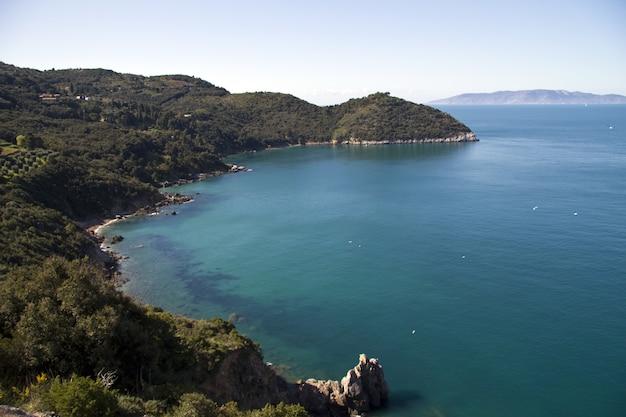 칼라 그란데 근처 해안의 아름다운 샷