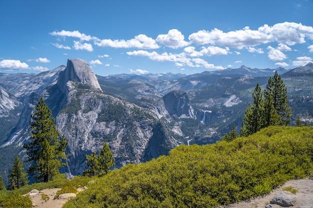 Красивый снимок национального парка йосемити, sentinel dome yosemite в сша.
