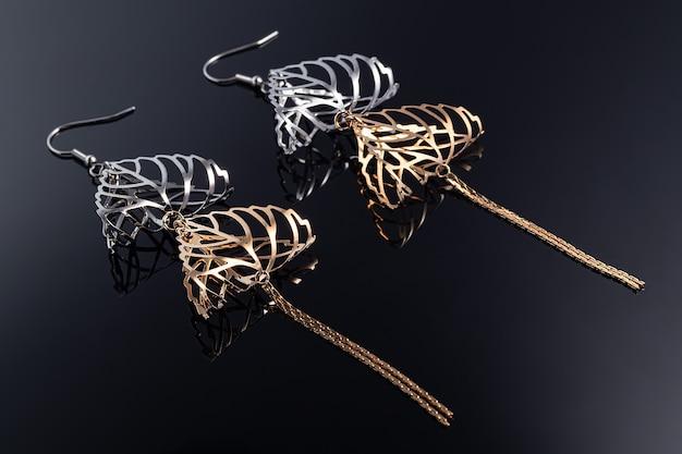 シルバーとゴールドの美しいイヤリング