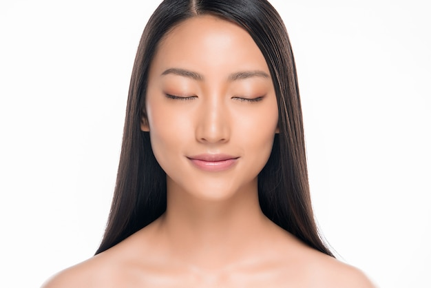 Beautiful smiling asian woman with natural make-up, clean skin