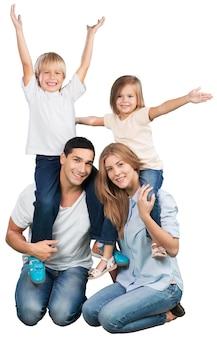 배경에 아름 다운 웃는 가족