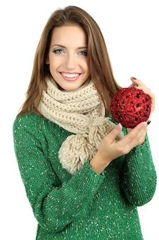 白で隔離されるクリスマス グッズを持つ美しい笑顔の女の子