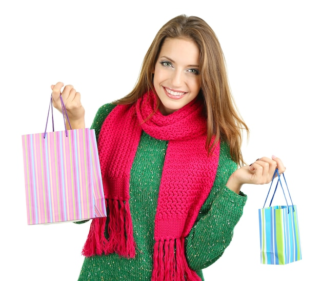 Красивая улыбающаяся девушка с подарочными пакетами, изолированными на белом