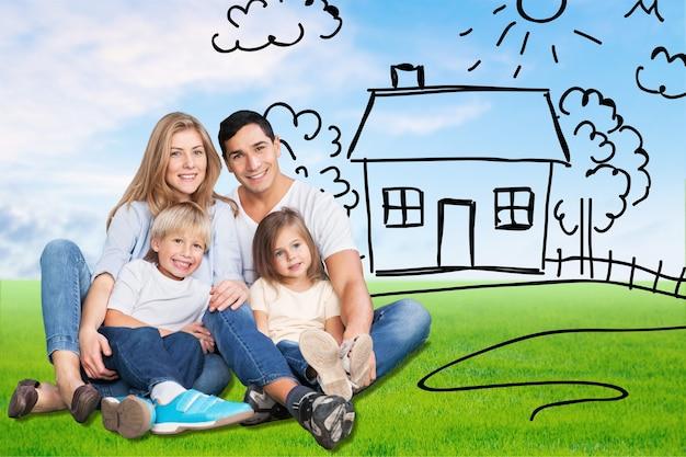美しい笑顔の素敵な家族と庭の家を描く