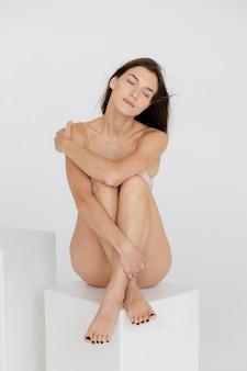 下着姿の美少女完璧なアスレチックフィギュア高品質写真