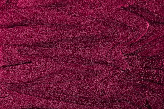 Ярко-фиолетовый мраморный фон с красивыми пятнами жидкого лака для ногтей