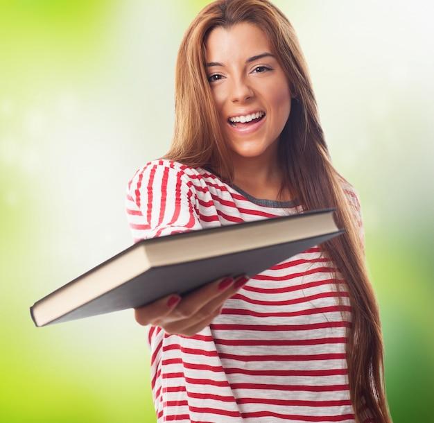 本と美しい学生