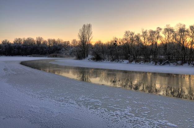 川の美しい景色