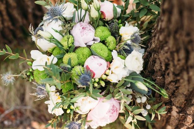 Красивый стильный свадебный букет