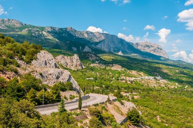 Красивая летняя горная дорога, крым ялта симеиз