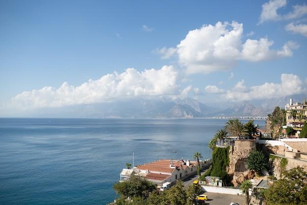 터키 안탈리아 항구의 아름다운 여름보기