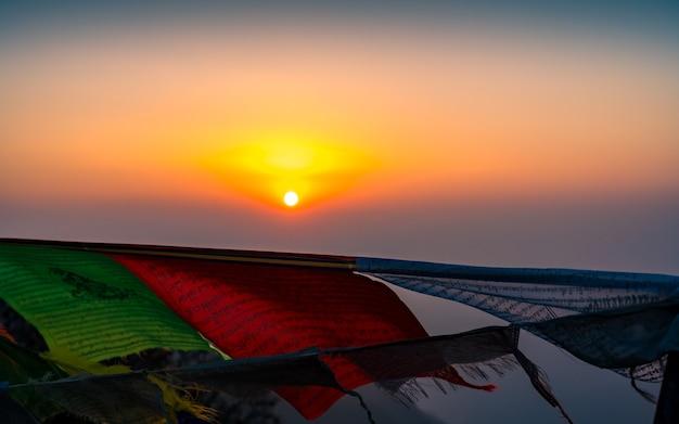 ネパールのマルディトレックからの美しい日の出。